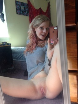 Amateur college teen pussy selfshot pic