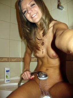 Shower Blonde Teen Porn Pics