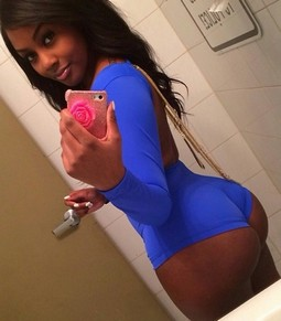 Sexy ebony bimbo selfshot in bathroom her beautiful big black butt